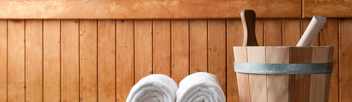 Aufgusskübel und Handtücher in unserem Saunaparadies