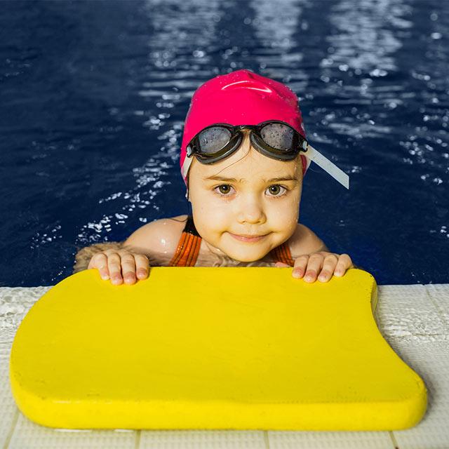 Schwimmkurse für Groß und Klein